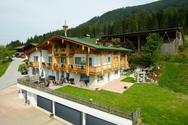 Landhotel Anna im Sommer von außen